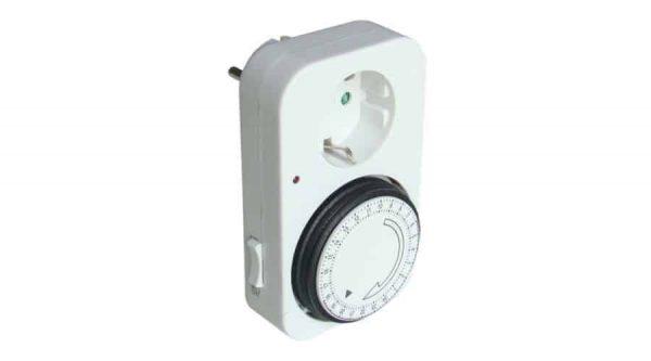 Czinege és fiai elektromos fűtés áruház - Termosztát - Időkapcsoló, konnektorba dugható napi beltéri manuális