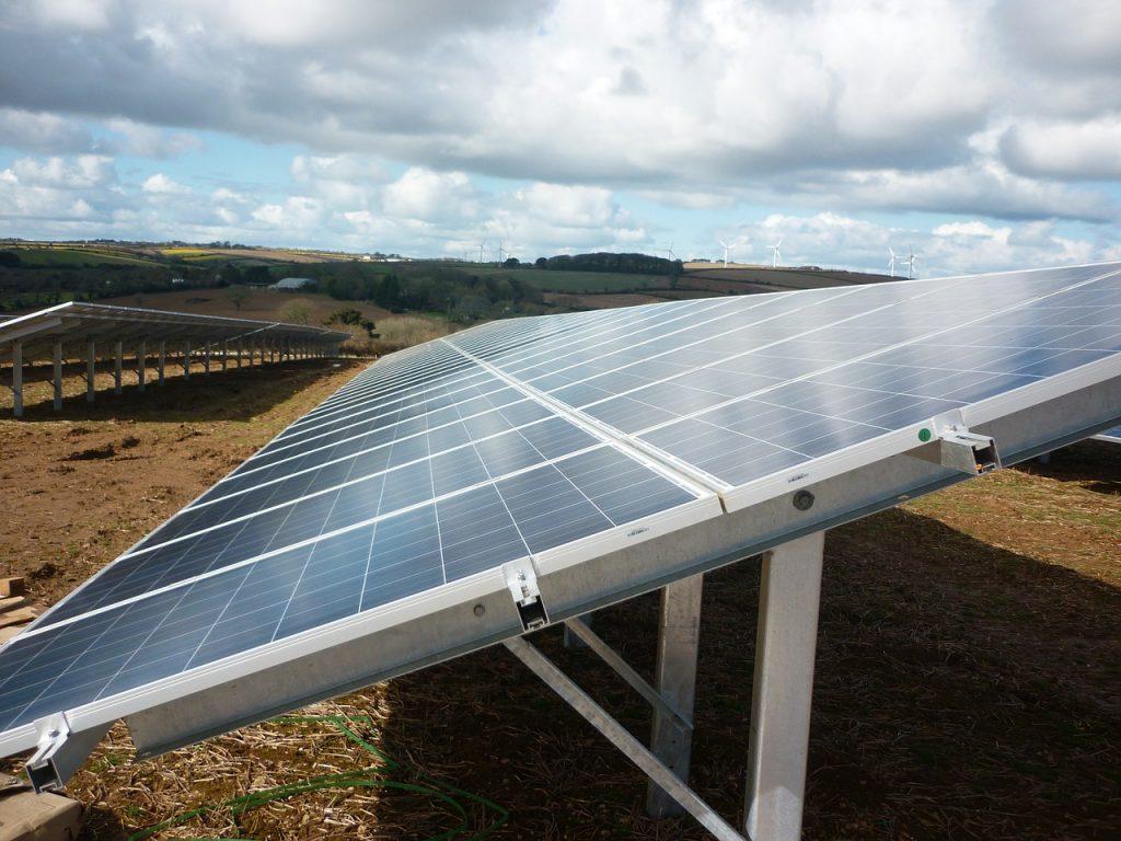 mennyi-egy-napelem-elettartama